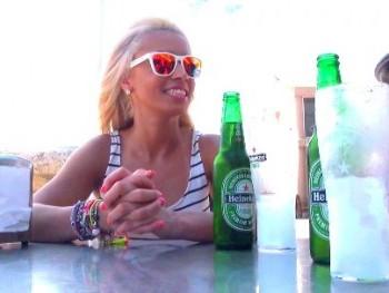 Camarera de discoteca, brasileña residente en Valencia y adicta al sexo anal: ella es Anita y esta es su vida.