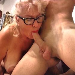 62 años, divorciada. A la Señora Fina siempre le han gustado los yogurines